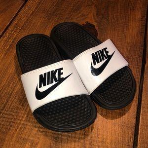 Girls Nike slides size 2 like new